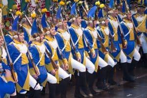 Tanzcorps der Bürgergarde blau-gold mit Knabüs