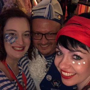 Weiberfastnacht Fest in Blau Gürzenich Blaue Funken Perfekter Mädelsabend Gürzenich Blaue Funken Perfekter Mädelsabend