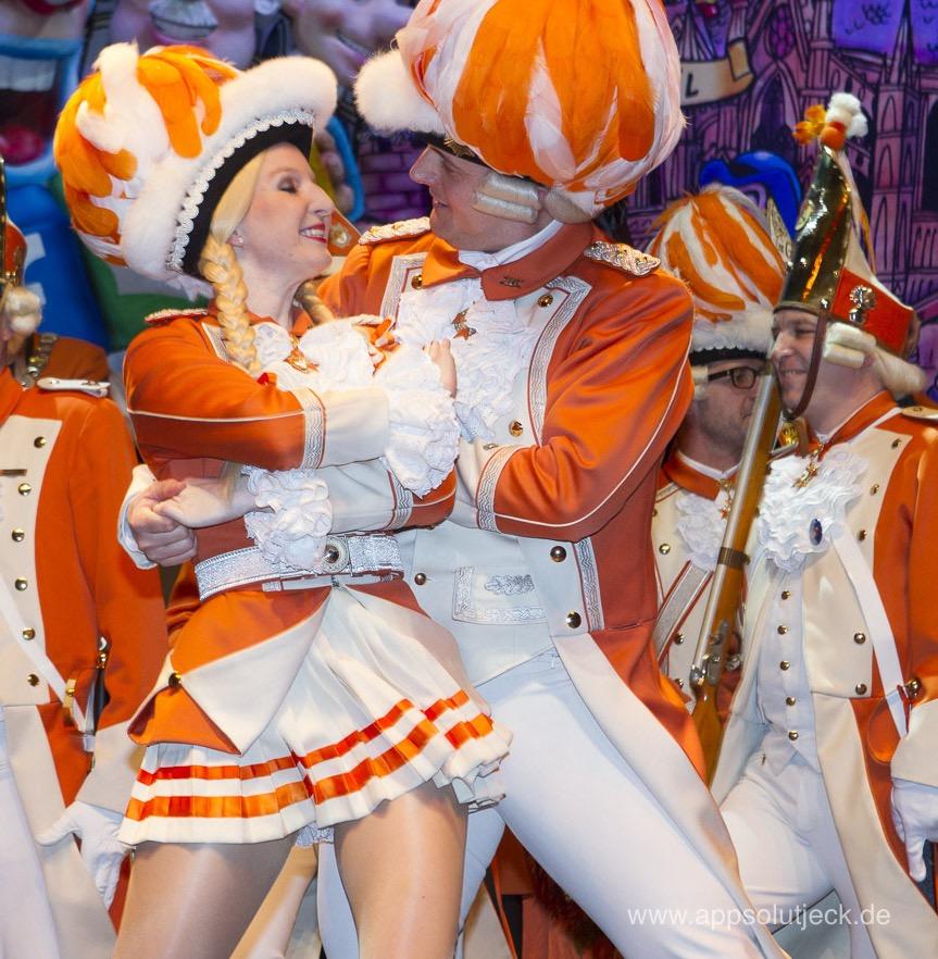 Das Nippeser Tanzpaar beim Tanz auf der Bühne