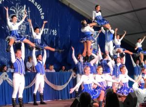 Tanzkorps Kölner Rheinveilchen bei der Sessionseröffnung der Neppeser Naaksühle im Festzelt