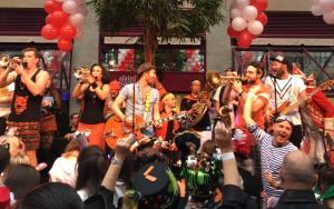 "Querbeat auf der 11. em 11. Rote Funken Alaaf""-Party im Maritim"