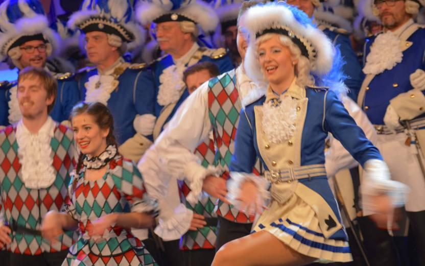 Blaue Funken Marie Seffens, Tanz mit den Kölschen Harlequins beim Regimentsappell