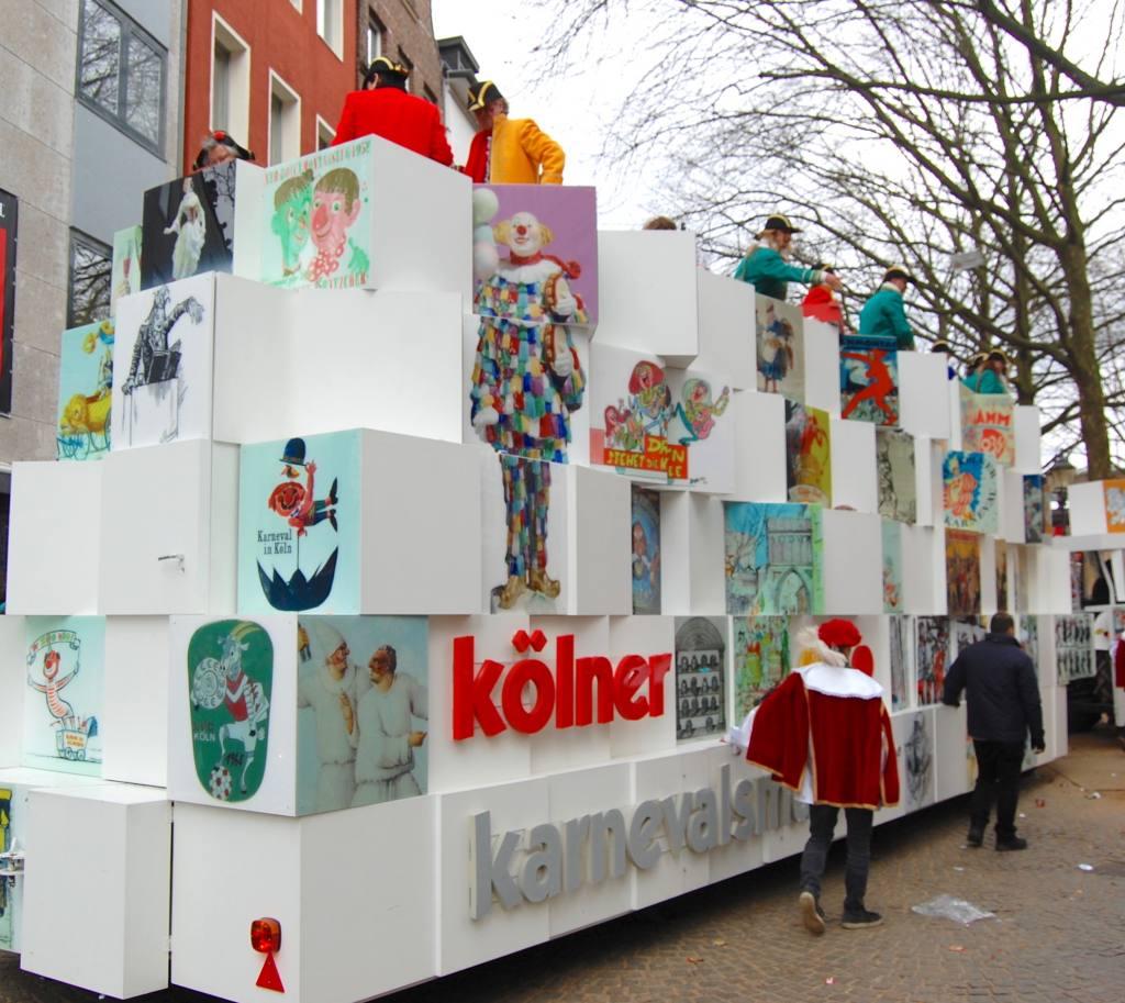 Rosenmontagszug 2019 Festkomiteewagen