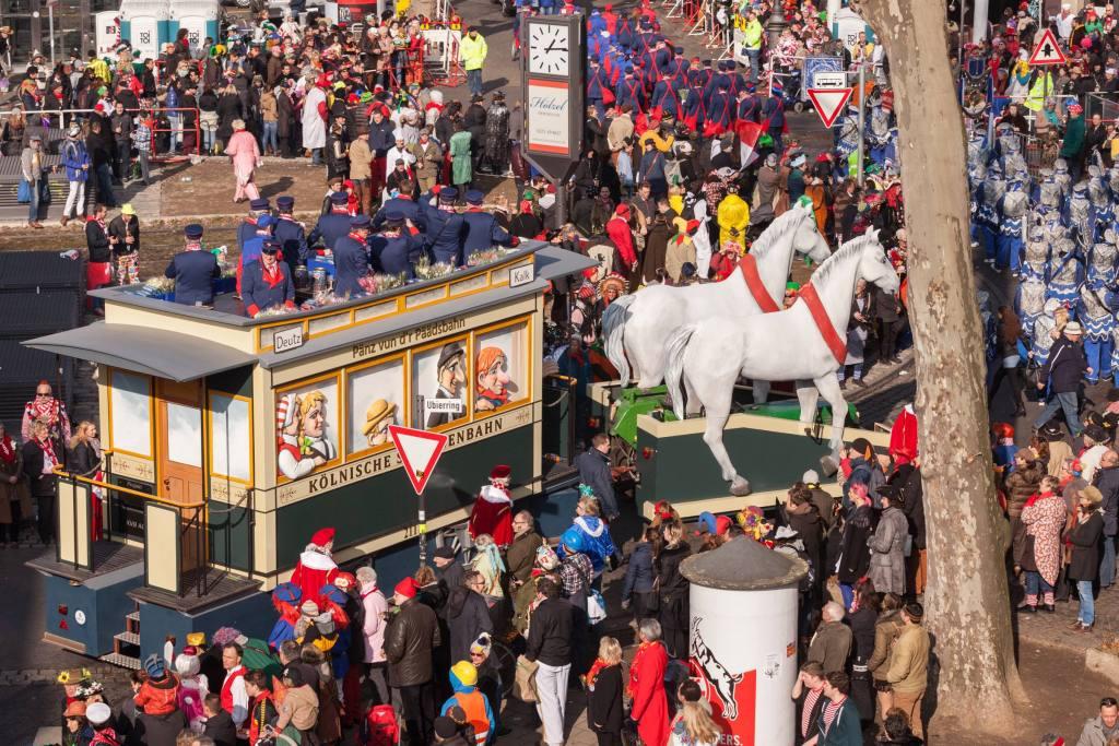 Rosenmontagszug KVB_Karnevalswagen