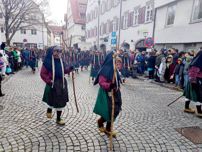 Narrensprung in Ulm. Die Narren auf der Straße Narri Narro